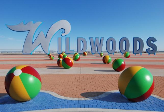 wildwood-sign-beach-balls